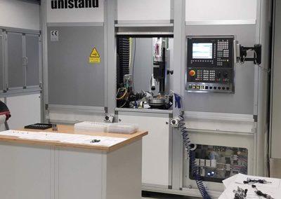Centro di saldatura laser CNC installato e avviato