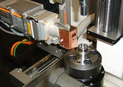 Banco di saldatura laser CNC a due postazioni fissa e girevole per saldature spot e continua