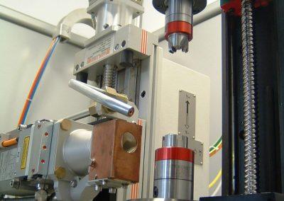 Banco di saldatura laser CNC con tavola girevole e mandrino verticale motorizzato per saldature calibrate