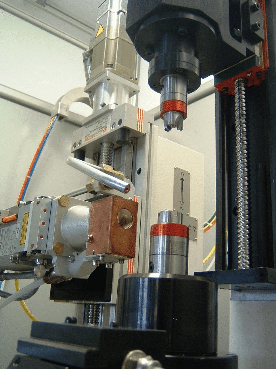 sistemi di produzione per la lavorazione ad asportazione di truciolo lavorazione ad asportazione di truciolo banchi di assemblaggio banchi CNC di saldatura laser